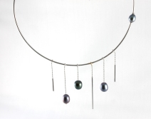 -Collana in Oro Bianco 750- con perle grigie ovali