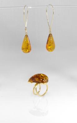 -Orecchini anello in Oro Giallo 750- con ambra del baltico