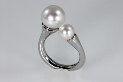 -Anello in Oro Bianco 750- con perle bianche japponesi