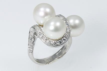 -Anello in Oro Bianco 750. con diamanti taglio brillante e perle australiane