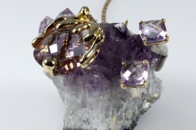 -Pendente e orecchini in Oro Giallo 750- con Ametista naturale briolette e realizzato con la tecnica della fusione a cera persa