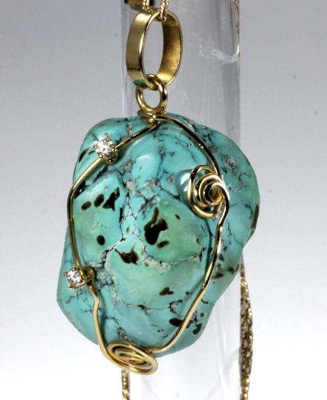 -Pendente in Oro Giallo 750- con Turchese naturale africano e diamanti taglio brillante