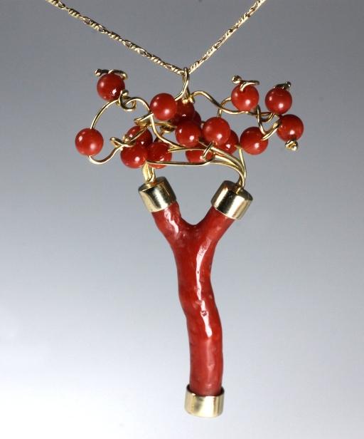 -Pendente in Oro Giallo 750- con corallo rosso del mediterraneo