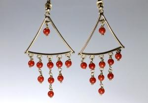 -Orecchini in Oro Giallo 750- con corallo rosso del mediterraneo